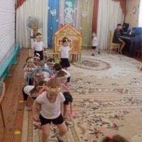 Сценарий физкультурно-театрализованного представления «Волк и семеро козлят, да на новый лад» для детей второй младшей группы