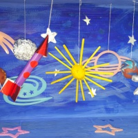 Фотоотчет о подготовке ко Дню космонавтики «Мечты о неизведанных мирах»
