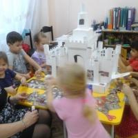 Мастер-класс по изготовлению сказочного замка из бросового материала (подготовительная группа)