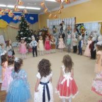 Новогодний праздник для детей младшей группы «Снежные пирожки»