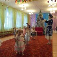 Сценарий новогоднего праздника в первой младшей группе «Волшебный колокольчик»