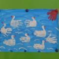 НОД с применением нетрадиционной техники рисования ладошками. Коллективная работа «Лебединое озеро»