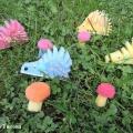 Мастер-класс поделки из поролона «Разноцветные ежики на грибной полянке»
