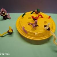 «Кот и мышки». Мастер-класс поделки из желудей и синельной проволоки