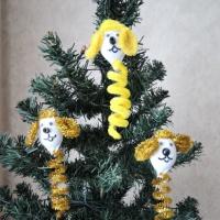 Мастер-класс по изготовлению новогодних игрушек— собачек из синельной проволоки и мишуры на основе спирали