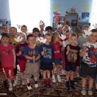Фотоотчет детского творчества к праздникам 1 мая и 9 мая «Летите, голуби, летите»