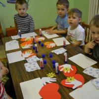 Детский мастер-класс «Открытка-ладошка для мамы»