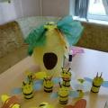 Фотоотчёт о мастер-классе с родителями и детьми по ручному труду из бросового материала «Весёлая пчёлка» (средняя группа)