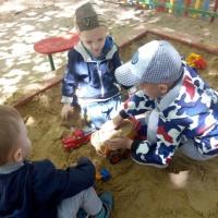 Консультация для родителей «Игры детей с песком на прогулке»