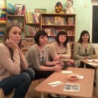 Родительское собрание в форме круглого стола по обмену опытом «С мамой вместе мы играем, пальчики и ручки развиваем!»