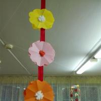Мастер-класс «Гирлянда из цветов» для украшения группы к Дню Матери
