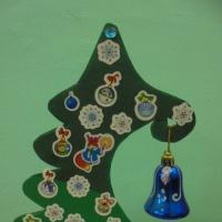 Фотоотчет «Новогодняя выставка совместного творчества детей и родителей «Такие разные елочки»