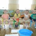 «Ножки наши маленьки». Нетрадиционная техника рисования— печать ступнями (фотоотчёт). Группа раннего возраста (1,5 года)