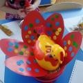 Фотоотчет о НОД по аппликации «Красивые яйца для Курочки Рябы» (младшая группа)