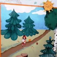 Фотоотчет занятия по рисованию пластилином с детьми младшей группы «Осенние листочки на березке для Красной Шапочки»