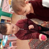 Фотоотчет о НОД по рисованию «Иголочки для Ежика» с детьми младшей группы