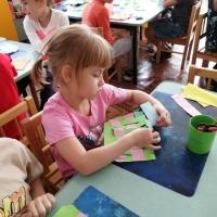Аппликация и плетение из бумажных полос «Корзинка для бабушки»