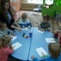 Занятие по рисованию с помощью ватных палочек в первой младшей группе «Осеннее дерево»