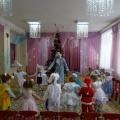 Фотоотчёт о новогоднем развлечении для детей первой младшей группы «Здравствуй, Новый год»