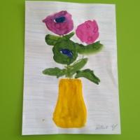 Конспект НОД по рисованию в средне-старшей группе «Рисовали мы цветы для мамы»