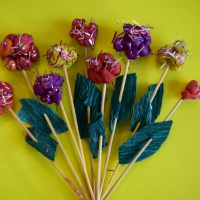 Мастер-класс «Волшебные цветы из пластилина и новогодней мишуры»