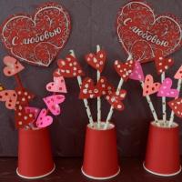 Мастер-класс «Поделки ко Дню святого Валентина с использованием одноразовой посуды и салфеток»