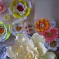 Мастер-класс «Большие цветы для украшения музыкального зала к 8 Марта»