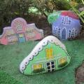 Фотоотчет об оформлении участка «Наши домики из камней на клумбе»