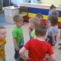 Непосредственно образовательная деятельность в средней группе «Цветные зонтики»