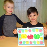 Детский мастер-класс «Яблоки на подносе». Использование нетрадиционных техник рисования.