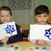 Детский мастер-класс по аппликации «Снежинка»