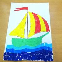 Детский мастер-класс по обрывной аппликации «Наша лодочка, плыви»