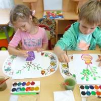 Фотоотчёт о НОД по рисованию красками «Ваза с распустившимися веточками»