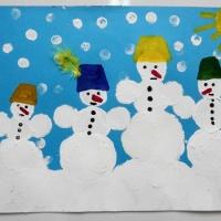 Детский мастер-класс по рисованию красками в нетрадиционных техниках «Дружная семья снеговиков»