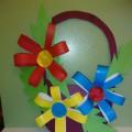 Поделка из цветной бумаги «Корзина с цветами для мамы»