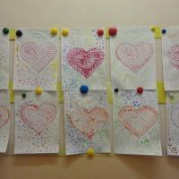 Детский мастер-класс по рисованию ватными палочками в средней группе ко Дню матери «Сердечко для мамочки»