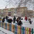 Фотоотчет о работе с родителями «Оформление зимнего участка для малышей» (вторая младшая группа)