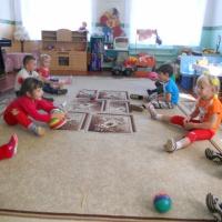 Фотоотчет «Играем и упражняемся с мячом»
