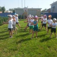 Физкультурные занятия в летнее время в нашем детском саду (фотоотчет)