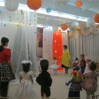 Сценарий новогоднего утренника «Подарки под ёлкой» для младшего дошкольного возраста
