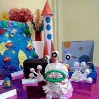 Фотоотчет о подготовке ко Дню космонавтики «Покорение космоса» во второй младшей группе