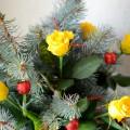 Цветочные фантазии в Новый год. Композиции из роз и еловых веток. Фотоотчет