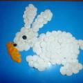 Мастер-класс для малышей «Зайка беленький сидит» (пластилинография)