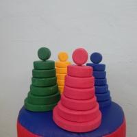 Дидактическая игра для детей младшего дошкольного возраста «Озорные пирамидки»