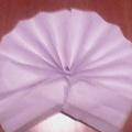 Поделка из сложенной гармошкой бумаги «Зайка»
