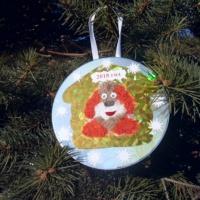 Мастер-класс «Новогодняя елочная игрушка «Собачка». Аппликация из ниток и бросового материала»