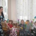 Фотоотчет весеннего праздника в младшей группе, посвященного Женскому Дню 8 марта «Маленькие помощники»