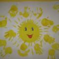 Коллективная работа по рисованию ладошками «Солнышко лучистое» (фотоотчёт)