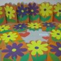 Мастер-класс «Изготовление открытки в младшей группе «Подарок для любимой мамы и бабушки к 8 Марта»