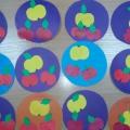 КонспектНОД по аппликации в младшей группе «Большие и маленькие яблочки на тарелке»